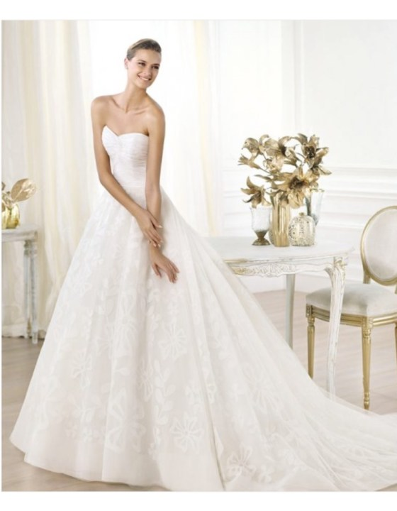 THE RIGHT DRESS FOR YOUR BIG DAY