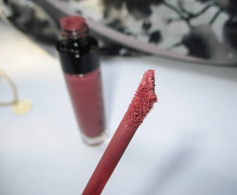 Wet n Wild Megalast Liquid Catsuit Lipstick Give Me Mocha Applicator