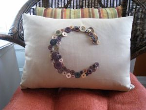 pillow-tutorial-button-monogram-pillow-