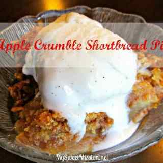 Apple Crumble Shortbread Pie