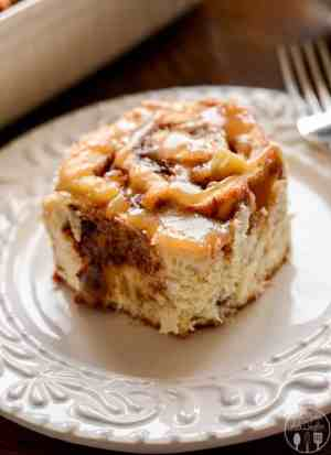 Caramel Apple Cinnamon Rolls -- These delicious sweet rolls are stuffed full of brown sugar, cinnamon and apples and covered in a warm caramel syrup! | Featured on www.thebestblogrecipes.com