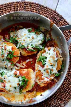 Busy nights? No problem! I've got you covered with this 20 Minute Skillet Chicken and Parmesan with the help of Ragú Traditional Sauce!