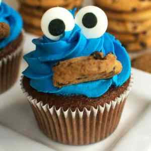 These cupcakes are perfect for a Cookie Monster party because they're so easy to put together.