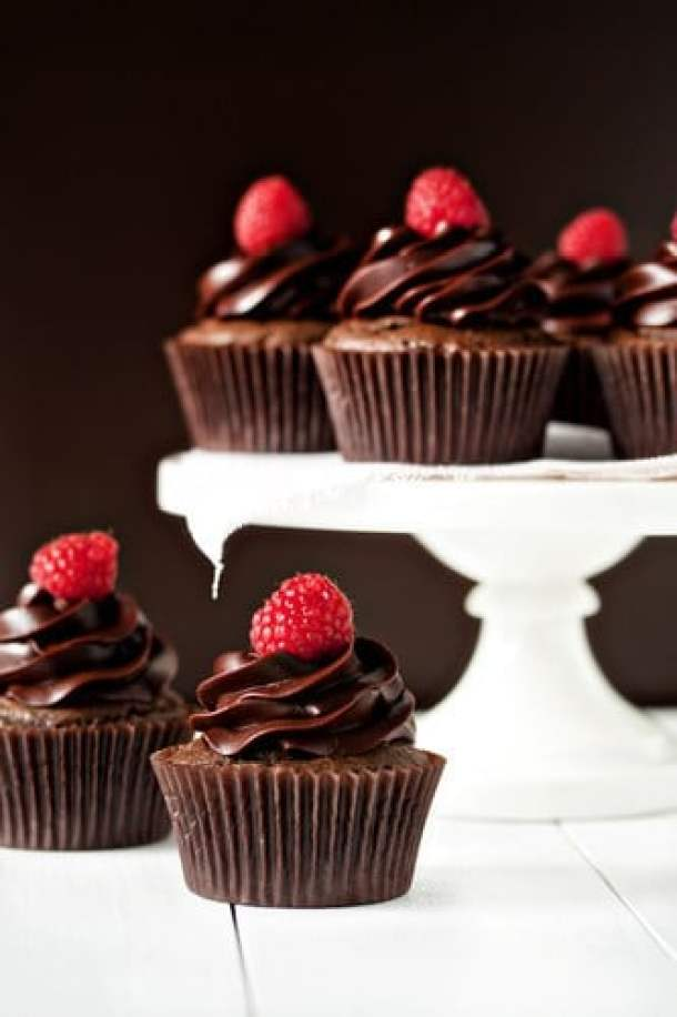 Chamboard Cupcakes -- Part of the Valentines Day Dessert