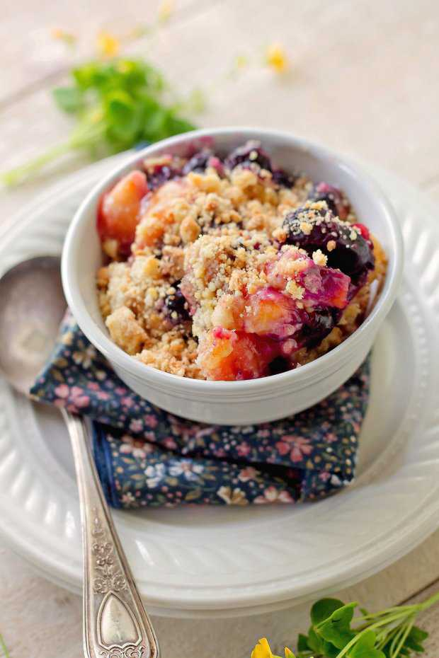 When you're hungry for peaches and blueberries and they aren't in season, what do you do? You use the frozen fruit you bought and have in your freezer. BOOM, problem solved. This is an incredible dessert, seriously incredible. The first time I made it I used fresh pears, this time I used frozen peaches and blueberries.