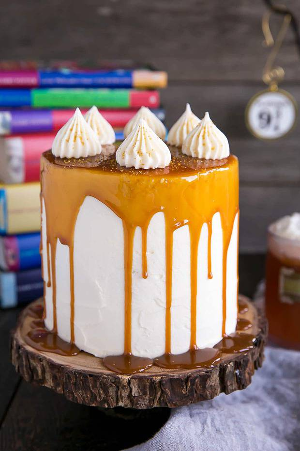 Harry Potter fans, this butterbeer cake is for you! butterscoth, cream soda, and marshmallow all in one spellbinding dessert.