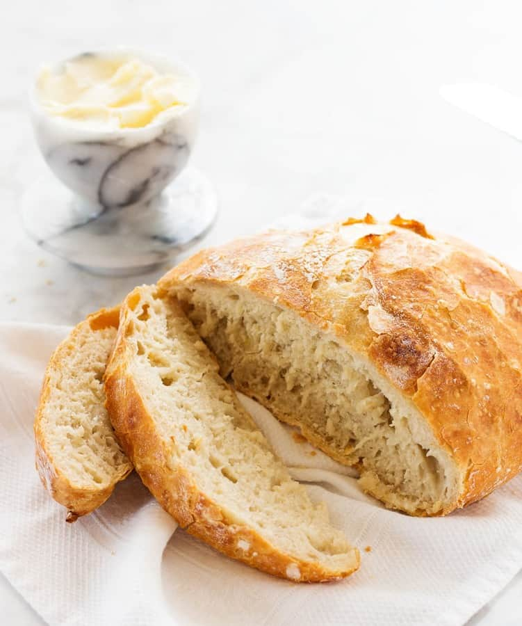 No knead artisan bread is a recipe that everyone should have on hand. Makingartisan bread from scratch is easy and will impress your friends and family!