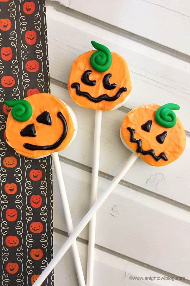 TheseEasy Pumpkin Marshmallow Popsare the perfect treat for fall, Halloween and more!