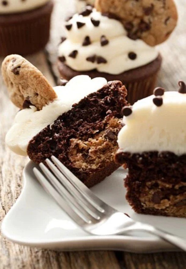 Chocolate Chip Cookie Dough Cupcakes-- Part of 21 Recipes to make if you're OBSESSED with Cookie Dough!