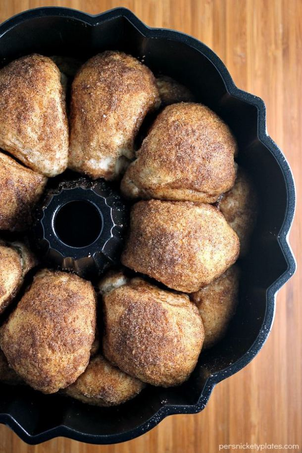 Chocolate Stuffed Cinnamon & Sugar Pull-Apart Bread--Part of The Best Pull Apart Bread Recipes