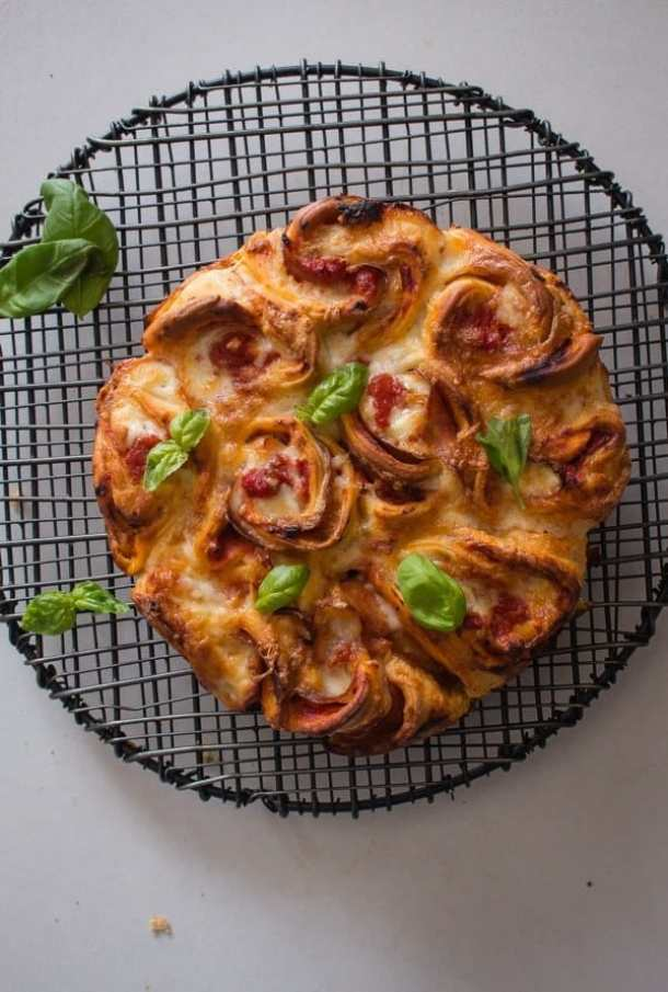 Easy Pull Apart Pizza Rose Bread--Part of The Best Pull Apart Bread Recipes