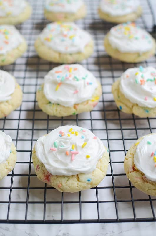 You guys, I'mobsessedwith Funfetti right now. I can't get enough. I've made cookies, cupcakes, bars, everything in the past few weeks. The sprinkles just make me so happy!