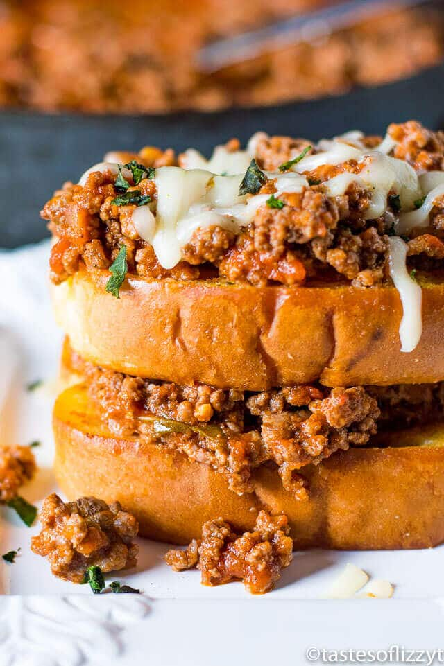 Italian Sloppy Joe Sandwiches! An easy, under 20 minutes, family-friendly dinner idea full of protein and packed with flavor