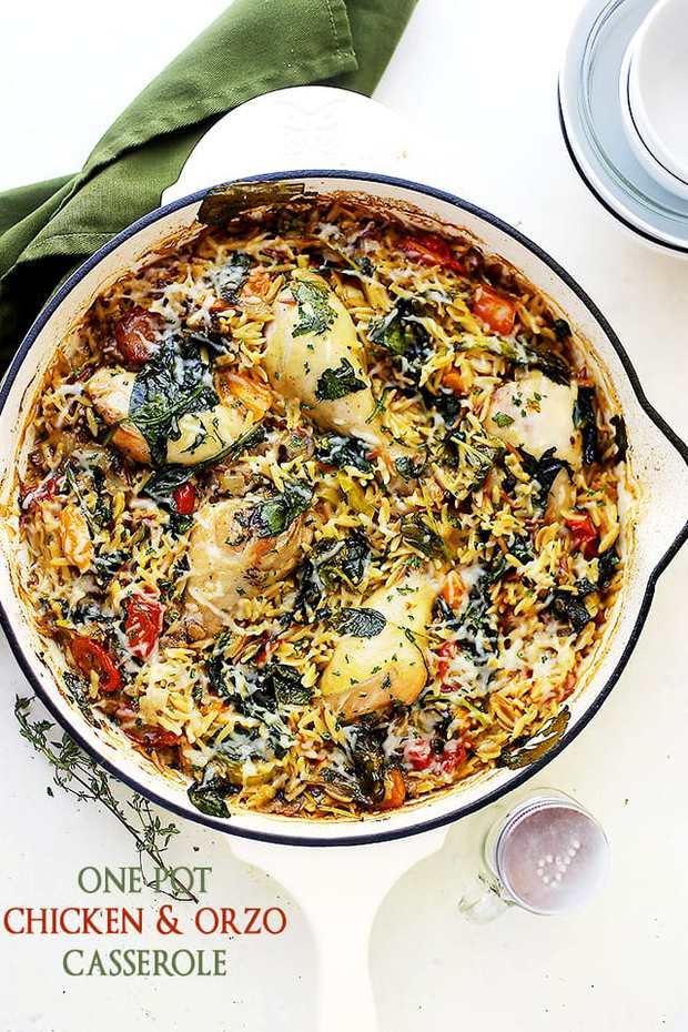 One Pot Chicken and Orzo with Spinach and Tomatoes – Loaded with flavors and texture, this is a super delicious and very easy one pot meal that everyone will love!