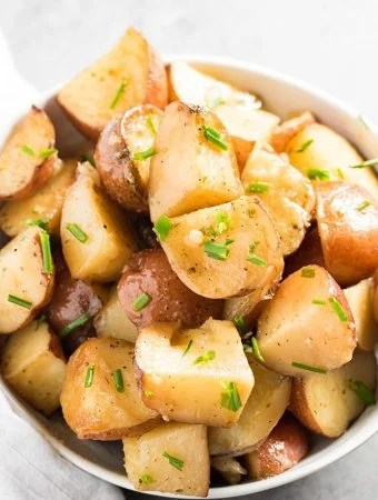CROCKPOT GARLIC RANCH POTATOES -- Part of The Best Slow Cooker Side Dishes