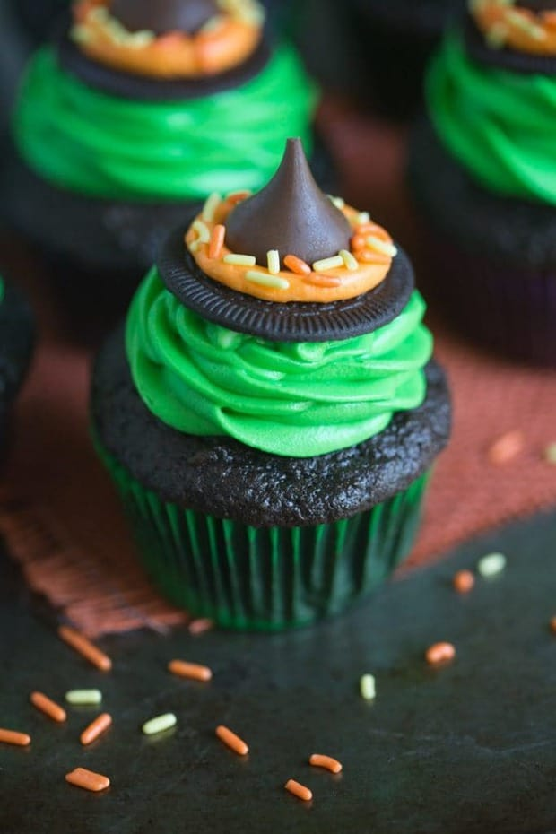 Witch Hat Cupcakes that take just 5 ingredients to make! Your kids will love helping you make these fun and easy Halloween cupcakes!