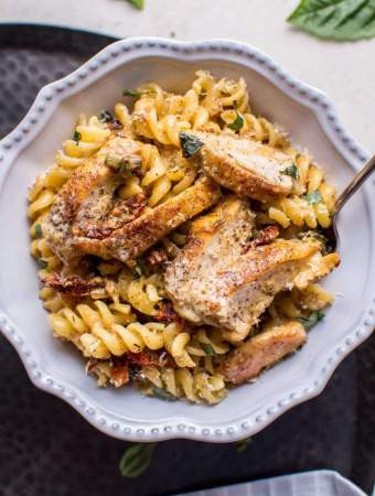 Creamy Sun-dried Tomato and Basil Chicken Pasta