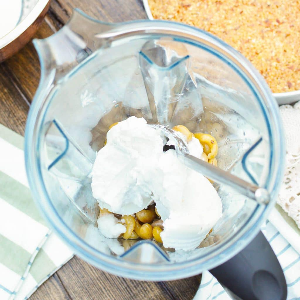 blender with cashews and coconut cream