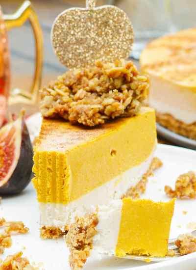 Vegan Pumpkin Pie with streusel topping