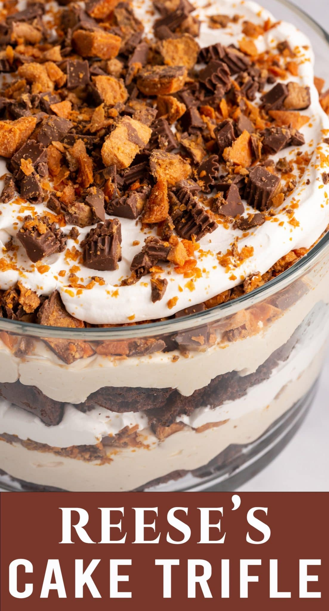 The most amazing trifle you've ever seen! Reese's Butterfinger Oreo Trifle with layers of cake, peanut butter cream and whipped cream. via @thebestcakerecipes