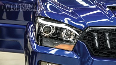 Headlamps now feature projector lighting while the eyebrows and tail lamps use LED lighting