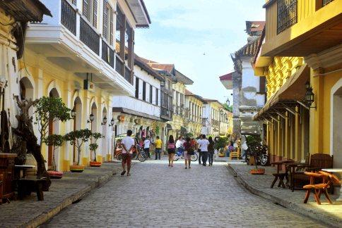 vigan-city-street-shopping1