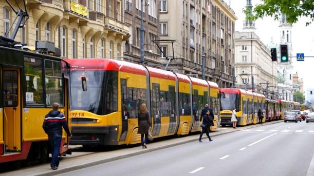 tram-2443383_1920.jpg