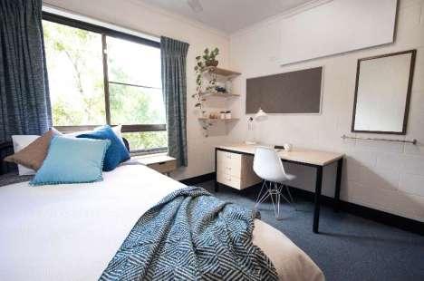 Accommodation_Carnarvon_Bedroom_01