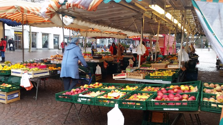 Buy-local-farmers-market1
