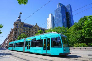 shutterstock_Straßenbahn_FrankfurtaM-1024x683