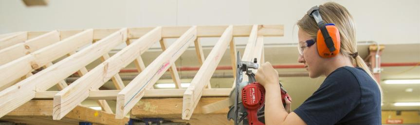Swinburne_Carpentry_Student_Female