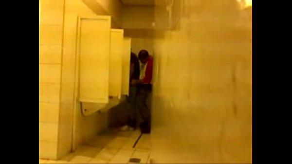 Flagra de pegação no banheirão 2014