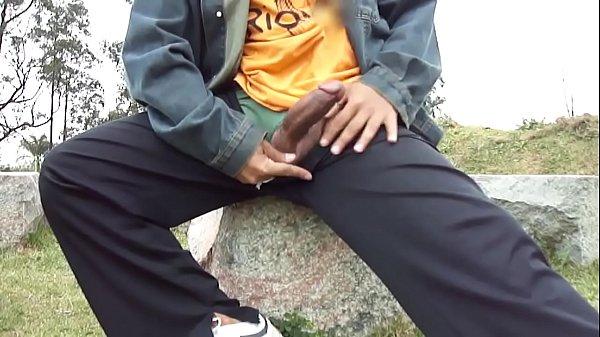 roludo para fora da calça