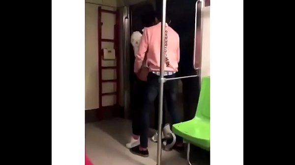 Flagra de sexo entre homens no metrô