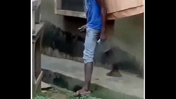 Tarado batendo punheta na rua