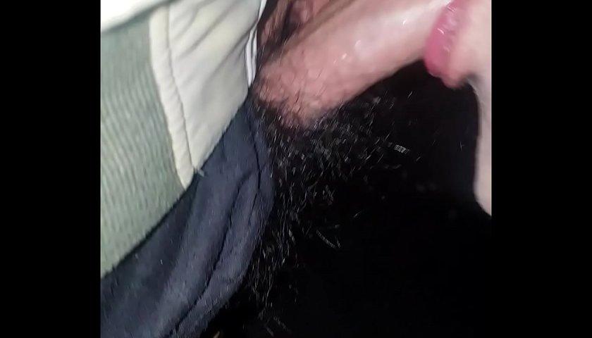 Gozando sem avisar na boca do mamador