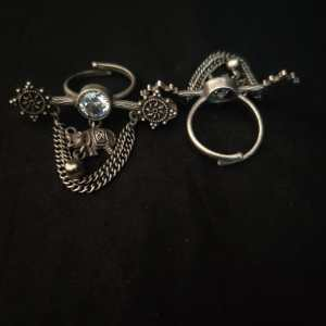 Chained ring with elephant stud