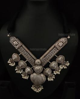 Heavy V shaped necklace
