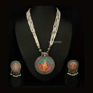 Printed pendant Silver Look Alike necklace