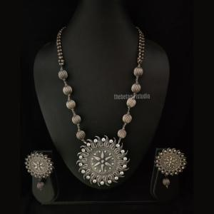Round Pendant Silver Look Alike Necklace