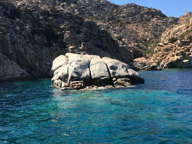thebetterplaces_sardinia_Thaiti_cala_coticcio_caprera_Italy_Rocks_blog.JPG