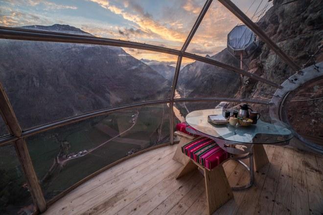 Thebetterplaces_peru_hotel_advanture_cliff_breakfastroom