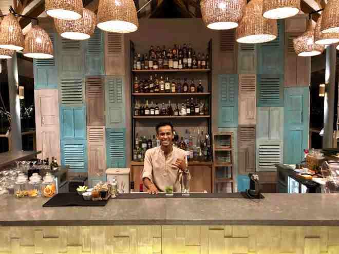 thebetterplaces_maldives_vakkaru_honeymoon_island_bar.jpg