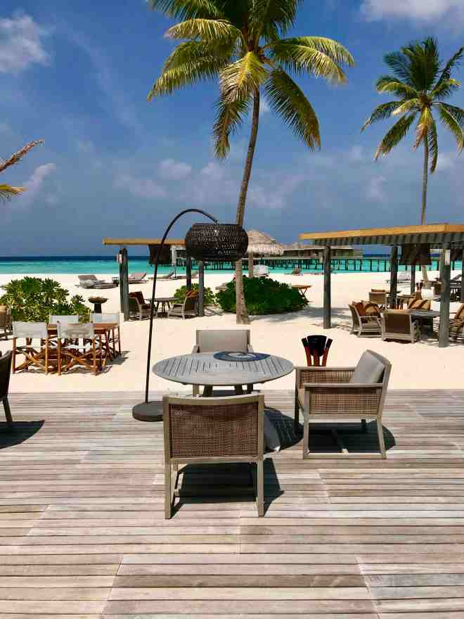 thebetterplaces_maldives_vakkaru_honeymoon_restaurant.jpg