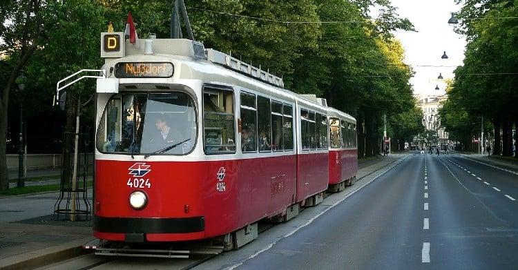 Tram D to Kunsthistorisches Museum
