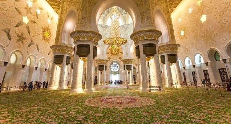 Carpet in Sheikh Zayed Grand Mosque