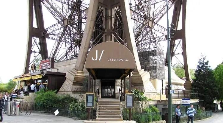 Jules Verne Restaurant's entrance