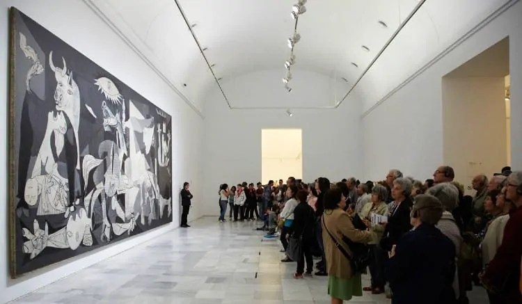 Crowd at Pablo Picasso's Guernica