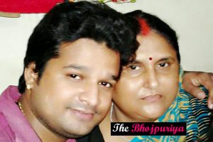 ritesh pandey with his mother