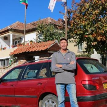 A Brit who moved to a small village in Bulgaria ten years ago to escape the 'rat-race'. Now spends his time happilly tending his garden and trading cars.